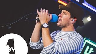 Video Niall Horan - Issues (Julia Michaels) in the BBC Radio 1 Live Lounge MP3, 3GP, MP4, WEBM, AVI, FLV Januari 2018
