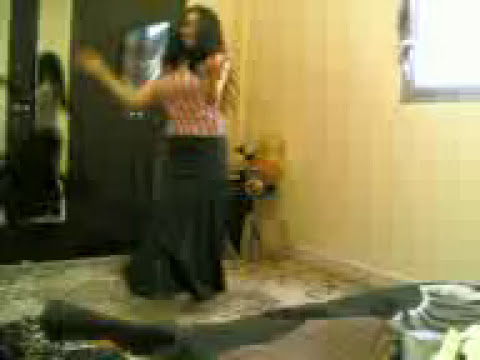 ألدلوعه - Busty Arab Woman Shaking ....