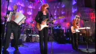 Bonnie Raitt performs Rock and Roll Hall of Fame Inductions 2000