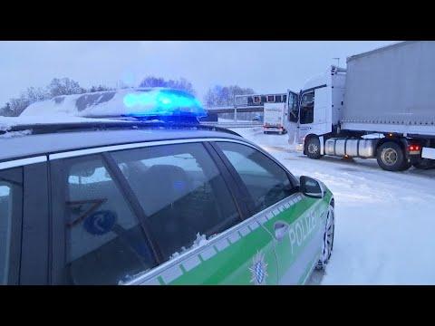 Schnee und Eis sorgen für Verkehrschaos in Bayern