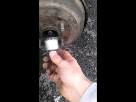 Как заменить задние колодки на мазда демио