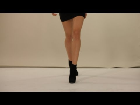 How to Walk on a Runway | Modeling (видео)