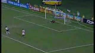O Vasco goleou o Santos por 4 a 0, na tarde desta quarta-feira, em São Januário, pela nona rodada do Campeonato Brasileiro.