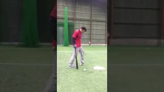 「ボールの上に乗ってティーバッティング」(ブリスフィールド東大阪 野球教室 平下コーチ(元阪神タイガース))