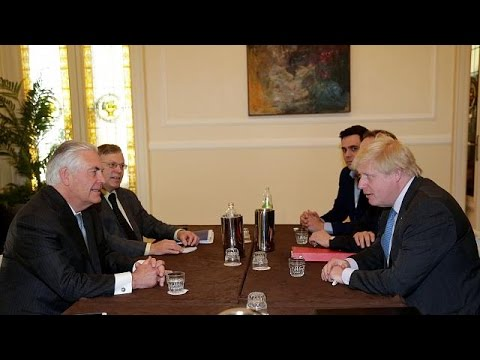 Μπόρις Τζόνσον: «Η Ρωσία να διαλέξει, με τον Άσαντ ή με εμάς»
