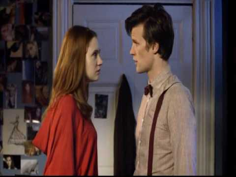 Doctor Who: The Doctor and Amy kiss (видео)