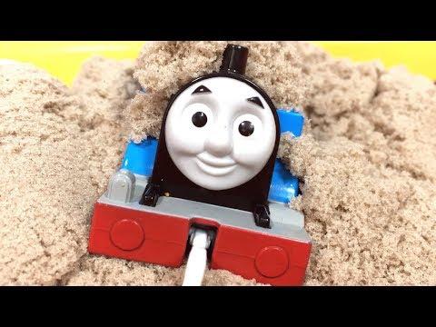 きかんしゃトーマス プラレール 踏切やトンネルに砂!スライム …