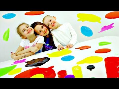 Разноцветные ЛИЗУНЫ. Смешное видео. Ксюша, Настя, Вова и Необычные игрушки (видео)