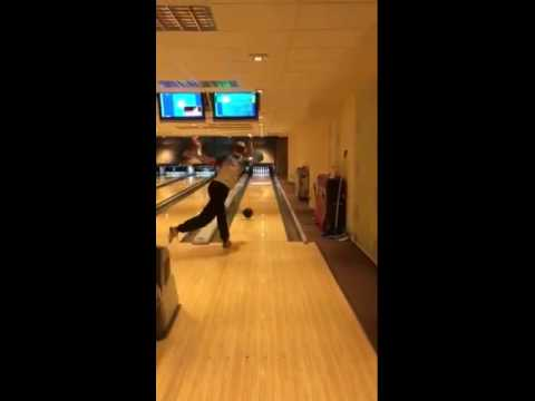 Ukážka hry mladého majstra Slovenska v bowlingu