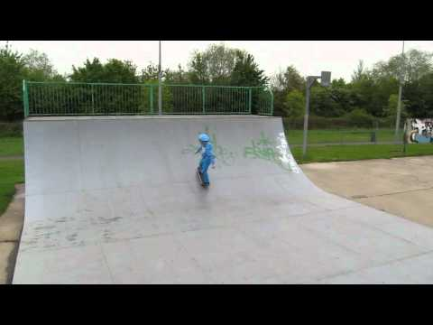 Ed skateboarding at Eye 2: halfpipe & ollie