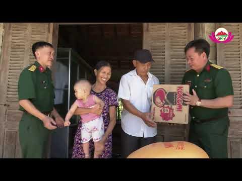 Ban chỉ huy Quân sự huyện Quỳ Hợp thăm tặng quà gia đình CCB bị hỏa hạn ở xã Châu Đình