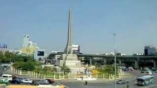 バンコク市内観光アヌサーワリーチャイ・戦勝記念塔