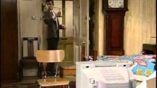 Mr Bean - Mr Bean goes to town 1991 clip1