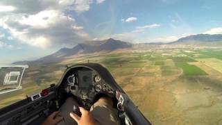 Day two of the 2016 Gliding Nationals held in Nephi, Utah.  If only every landing was like this! :) Sorry my Go Pro camera ended up with a drained battery at the beginning of the flight so I had to be super selective on what to film.  Wish I could have shown you more of the flight.  The ground speeds I was getting on final glider were up to over 190 miles per hour!OLC flight trace: http://www.onlinecontest.org/olc-2.0/gliding/flightinfo.html?dsId=5145368Thanks to Andy Blackburn for the aerial footage at the beginning of this video.  Just amazing views from above.The glider is an ASW-27B and the pilot is Bruno Vassel IV.  The camera is a GoPro Hero3 Black that I often want to just toss out the window.  The reason why I haven't, is because I purchased a new Hero 4 Black and it is even worse! :(  Come on GoPro!  Make a camera that doesn't overheat on me in 10 minutes at higher settings.  Hope you enjoy the few minutes that GoPro graciously let me record.  Bruno - B4