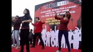 Aaj Phatte Chak Lein De Performing FLASH MOB in Shipra Mall