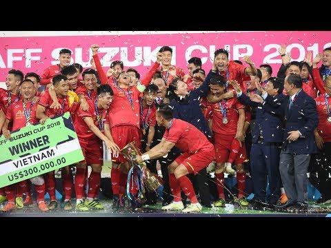 Những khoảnh khắc không thể đẹp hơn sau chiến thắng của ĐT Việt Nam | VTV24 - Thời lượng: 17:56.