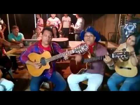 André & Andrade na Folia de Reis em Itaguari-GO cantam