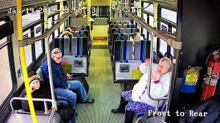 Ciężarówka wbiła się w autobus! Pasażer w ostatniej chwili uniknął śmierci!