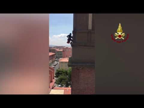 VIDEO VIGILI DEL FUOCO - SALVATAGGIO DAL CAMPANILE