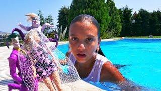 Video Ken Barbie'yi kurtarıyor. Barbie oyunları izle MP3, 3GP, MP4, WEBM, AVI, FLV Desember 2017