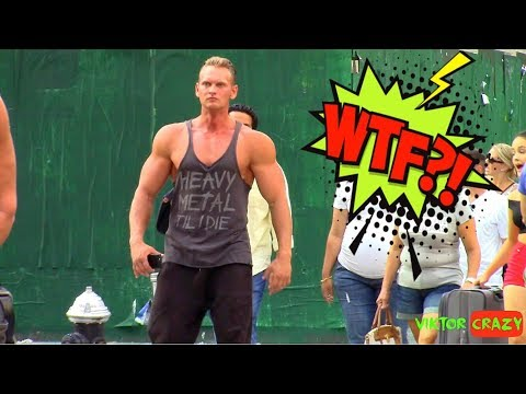Funny Bodybuilder Walking In New York !! Crazy Reactions )) Prank.