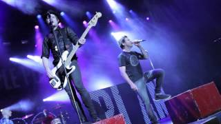 Simple Plan - Perfect (LIVE in Quebec) Video