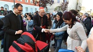 El Cardenal Osoro bendice un comedor social en la periferia de Madrid