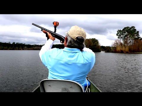 He Brought a Shotgun Bass Fishing_A héten feltöltött legjobb horgász videók