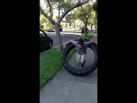 Hula-hoop a 100 font súlyú traktorgumival