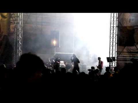 VP Oppikoppi 2011 – Heuwels Fantasties – Sonrotse Ft. Francois Van Coke (1 min) Part 2