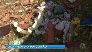 Moradores de bairro da Zona Sul de Marília reclamam de sujeira em terrenos