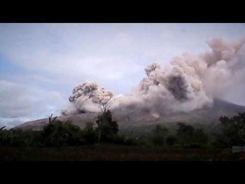 Ινδονησία: Σε επιφυλακή οι αρχές για το ηφαίστειο Σίναμπουνγκ