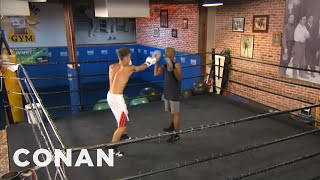 Justin Bieber Get Beaten Up By Floyd Mayweather In Boxing Lesson