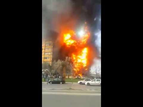 В Баку 9-этажка вспыхнула за секунды