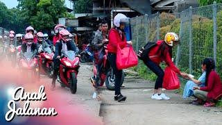 Video Baik Banget, Klub Anak Jalanan Bagi Makanan Dijalan [Anak Jalanan] [16 Feb 2016] MP3, 3GP, MP4, WEBM, AVI, FLV April 2019