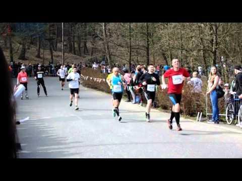 Poznań półmaraton końcówka 1:37 meta 7 06.04.2014 (видео)