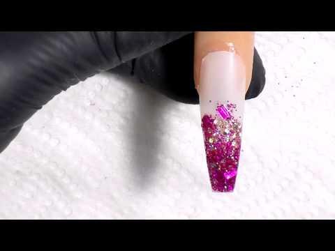 uñas acrilicas rosa con difuminado y tecnica marmoliado