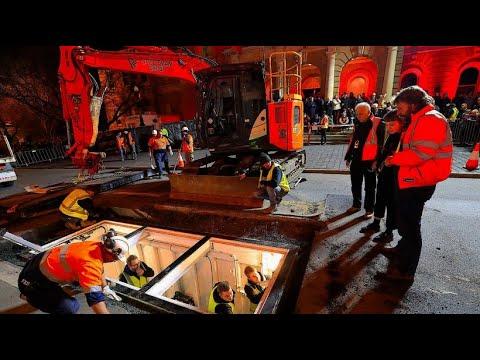 Australien: Künstler Mike Parr lässt sich 72 Stunden ei ...