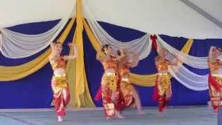 oroville-hmong-new-year-2014-2015-nkauj-hmoob-hli-xiab-thai-dance