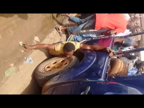 SEE WHAT NIGERIA POLICE ARE DOING TO A THIEF [ PHCITY TV]