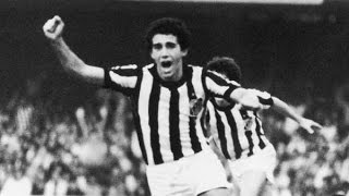 Pelo campeonato paulista o santos empatou com o corinthians por 1 x 1 em 1978 veja os dois gols dessa partida