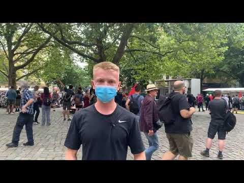 »Querdenker« demonstrieren in Berlin