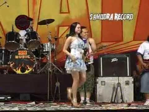 gratis download video - Mayasari--Ngamen-88-EmakEmak-Official-Music-Video