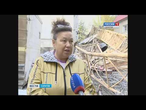 Башенный кран с находящейся в кабине женщиной упал на землю (видео)