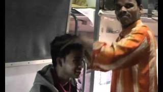 Индийский массаж головы .