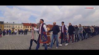 15 marca 2017 r. maturzyści z Tomaszowa Mazowieckiego zatańczyli poloneza na pl. Kościuszki.
