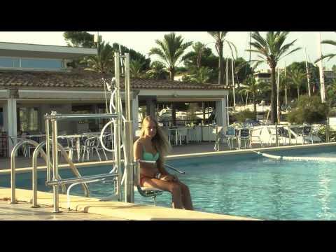 Acceso a la piscina para personas con movilidad reducida