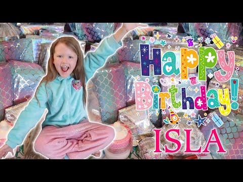 ISLAS 8th BIRTHDAY MORNING OPENING HER PRESENTS!