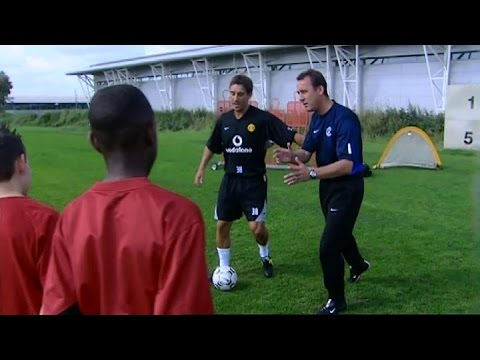 gary - Gary Neville teaches a 12 year old Danny Welbeck how to beat a defender back in 2003 Please like the video and share wherever you can! To make sure you don't miss any of my videos on this...