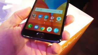 """Confiram o hands-on do novo Moto E Plus lançado ontem pela Motorola no Brasil.Ele conta com tela de 5,5 polegadas HD e bateria monstra de 5000 mAh.Que tal seguir esse canal? Você não vai se arrepender.https://goo.gl/0OfhekNão esqueça de habilitar o """"sininho"""" para ser avisado de novos vídeosPortal Tekimobile.com - http://www.tekimobile.comINSTAGRAM - https://www.instagram.com/andre_tekimobileFACEBOOK - http://www.fb.com/blogtekimobileTWITTER - http://twitter.com/tekimobileCaso tenha interesse em divulgar sua marcar ou produto, envie produtos interessantes para review. Envie um e-mail para andre@tekimobile.com para mais detalhesSe você realmente gostou do vídeo, vale MUITO a pena se inscrever no canal para receber novos vídeos sobre smartphones e tecnologia.Abraços!"""